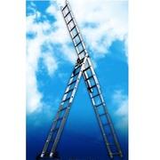 Алюминиевая трехсекционная универсальная лестница.Серия Н3.Артикул:530